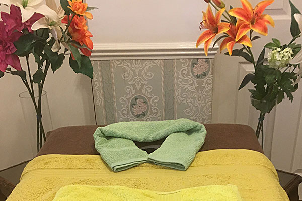 Picture of massage table in the relaxation room in Acomb